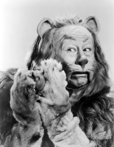 Stills-cowardly-lion-of-oz-19567407-1565-2000